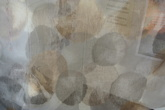 Pearl ljus botten med mönster i beiga och guldiga toner