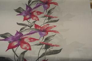 Lilja ljus botten med blommor irosa och lila