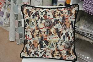 gobeläng kudde  med hundar 50x50 cm