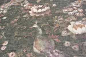 Svanefors mörk botten med rosor och påfåglar