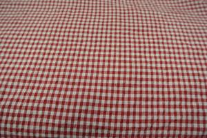 röd och vit smårutig  lite beck och bölja