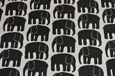vit botten med elefanter i svart