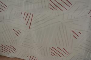 Sirus ljus botten med rött mönster