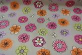 ljus botten med blommor i rosa,gult och orange