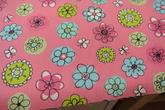 rosa botten med blommor i grönt,turkos lila toner