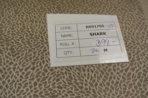 Shark i guldfärg präglad