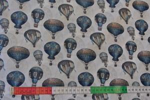 grå botten med luftballonger i blått